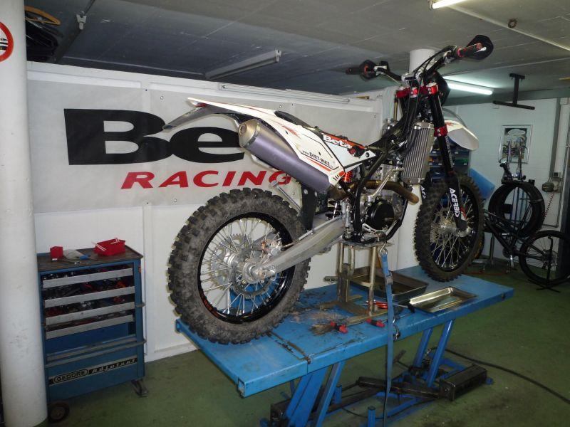 garage dirt-bike beta service