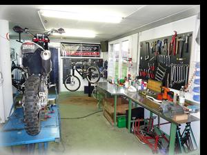 Garage dirt-bike